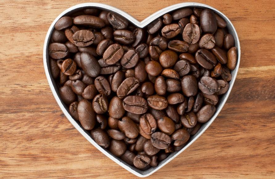 קפה עושה אותנו ליותר חיוביים?