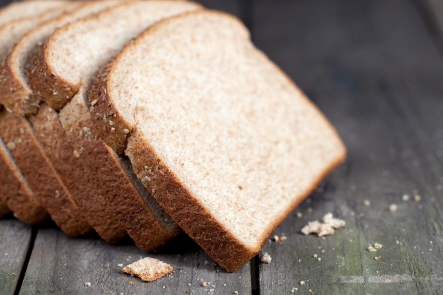 לחם לבן או לחם מדגנים מלאים?