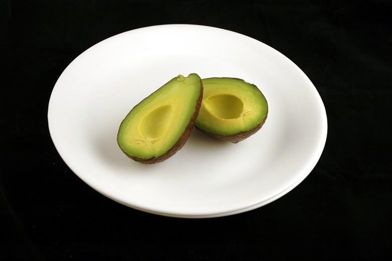 איך 200 קלוריות נראות בכל מיני מאכלים? אבוקדו
