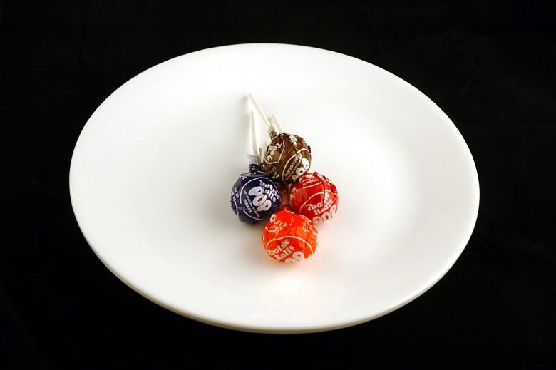 איך 200 קלוריות נראות בכל מיני מאכלים? סוכריות על מקל