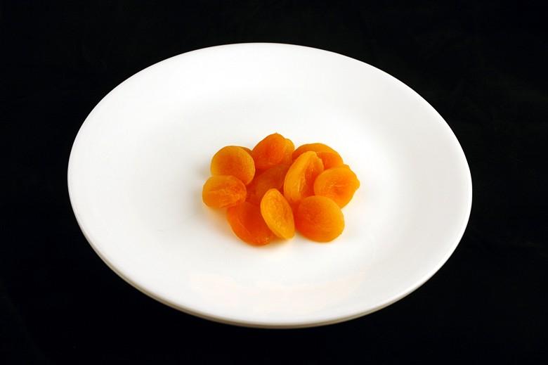 איך 200 קלוריות נראות בכל מיני מאכלים? מישמש