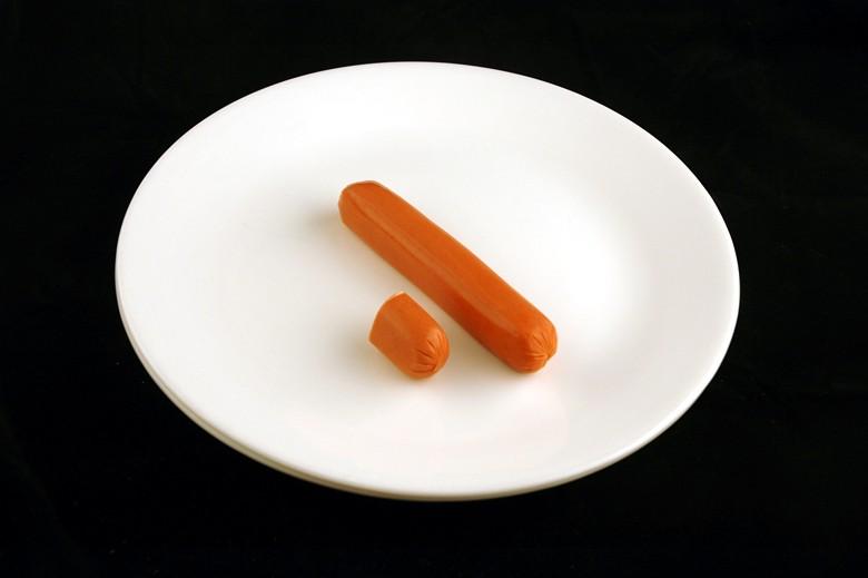 איך 200 קלוריות נראות בכל מיני מאכלים? נקניקיות