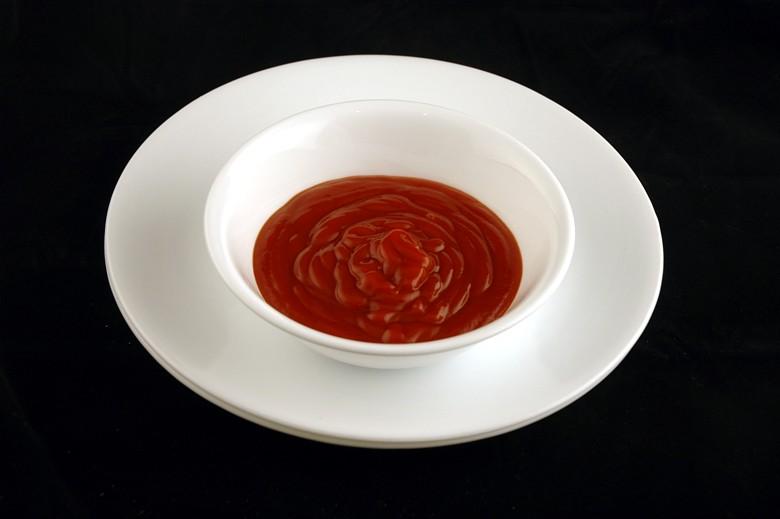 איך 200 קלוריות נראות בכל מיני מאכלים? קטשופ