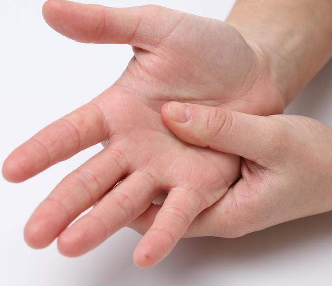 חילוץ האצבעות משפר את תנועת המפרקים