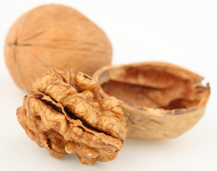 אגוזי מלך לא רק טעימים
