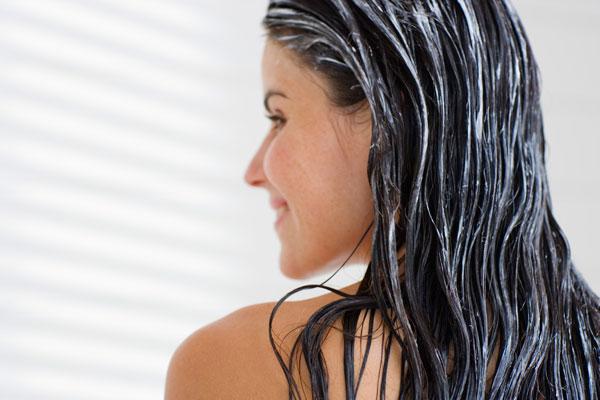 חיזוק השיער ומניעת נשירה עם מסכת חומץ תפוחים