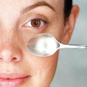 איך להעלים עיניים נפוחות